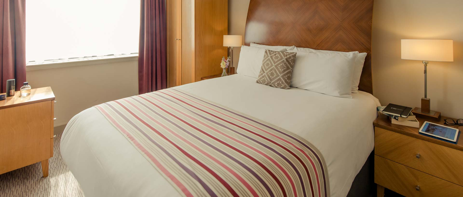 PREMIER SUITES Manchester double bed